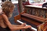 Beskućnik za klavirom sa milionima pregleda (Video)