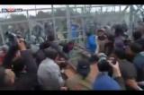 Izbeglice na grčko-makedonskoj granici pokušavaju da probiju ogradu (VIDEO)