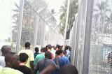 Azilanti izbacili osoblje iz izbegličkog kampa!