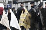 Policija krade ćebad od migranata
