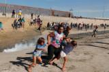 Suzavac i deportacije: Migranti pokušali proboj u SAD!