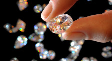 Dijamantska industrija protiv dijamanata izrađenih u laboratoriji