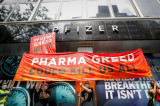 """Protesti ispred sedišta Fajzera za """"oslobađanje vakcina"""""""