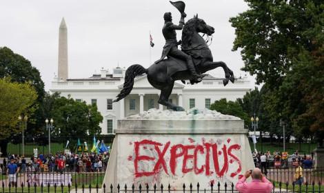"""Slika dana: """"Očekujte nas"""", domoroci poslali jasnu poruku Beloj Kući"""