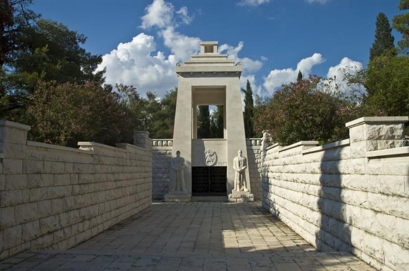 Nob Identiteti I Politicki Sukobi U Crnoj Gori Princip