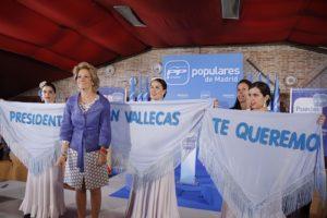 Esperanza_Aguirre_en_Vallecas_(5725690465)