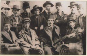 Mlada-Bosna-Strajkacki-odborsarajevskih-djackih-demonstracija-februar-1912-Gore-desno-Nobelovac-Ivo-Andric
