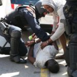 Imigranti najzad uzvratili Policiji (Video)
