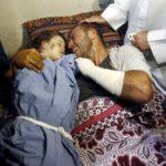 Uznemirujuće: Otac ne želi da se odvoji od poginulog deteta (VIDEO)