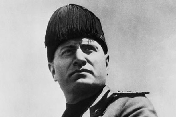 benito-mussolini-in-dress-002