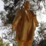 Muslimanske hodže popravile srušenu statuu Lenjina i ponovo je podigle!